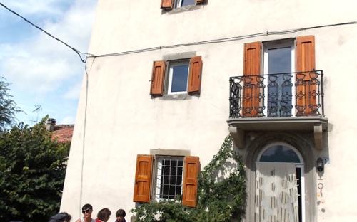 Borgo della Luce, Roncastaldo, facciata e ingresso
